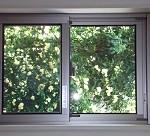 窓からの冷気を防ぐ対策は?遮断シートやパネルは?