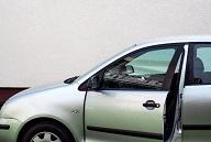 車を乗降りするときに静電気が起こる原因は?防ぐ対策は?